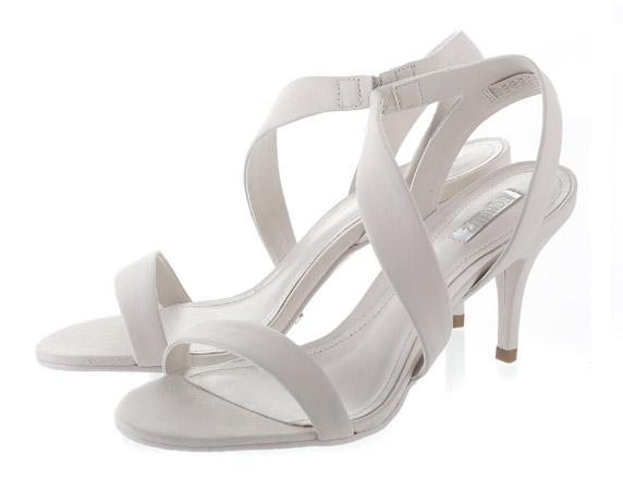 """נעליים במחיר 785 ש""""ח של Shoez.co.il. להשיג באתר או בשואו רום, ה' באייר 38, כיכר המדינה ת""""א"""