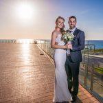 ביום החתונה הצטלמנו בטיילת של נתניה, סמוך למלון איילנד
